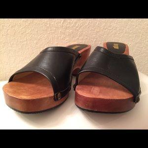 Vintage bongo wooden heel